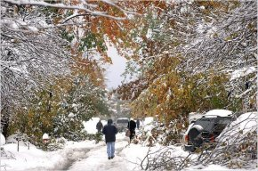Clash-of-Seasons-from-NYTimes-on-Buffalo-storm-14Oct06-730956.jpg